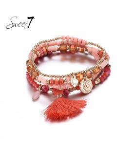 Set van armbanden met rode kraaltjes en een kwast