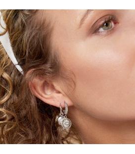 Zilverkleurige ronde oorstekers met een ronde hanger met oog