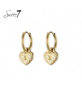 Goudkleurige oorringen met een slotje in de vorm van een hart