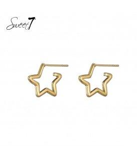 Goudkleurige oorstekers in de vorm van een ster