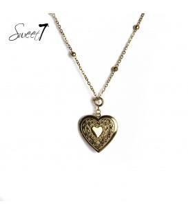 Lange goudkleurige ketting met een hartvormige hanger die open kan
