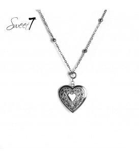 Lange zilverkleurige ketting met een hartvormige hanger die open kan