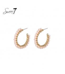Goudkleurige ronde oorstekers met roze kraaltjes