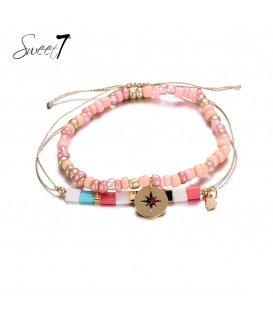 Armbanden met roze kralen en goudkleurig bedeltje
