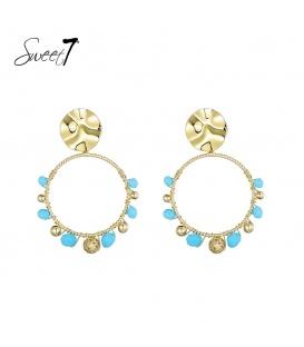 Goudkleurig oorstekers met een ronde hanger met blauwe kraaltjes