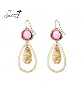 Goudkleurige oorbellen met een roze steen en een druppelvormige hanger