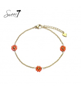 Goudkleurige enkelbandje met drie rode bloemetjes