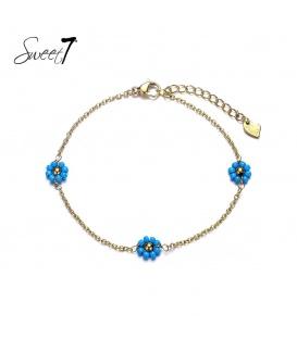 Goudkleurig enkelbandje met drie blauwe bloemetjes