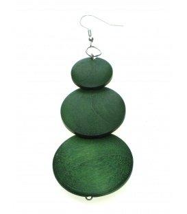 Oorbellen gemaakt van groene houten plaatjes