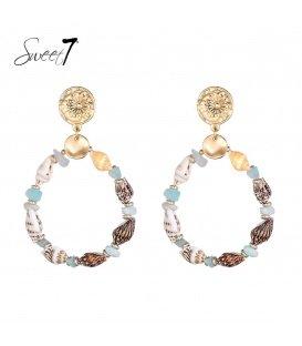 Blauw gekleurde schelp oorhangers met een goudkleurig oorstukje