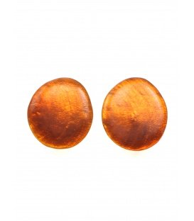 Oranje ovale oorclips van parelmoer gemaakt door Culture Mix