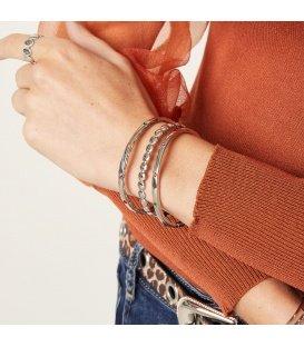 Zilverkleurige armband met gekleurde steentjes