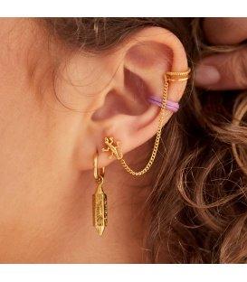 Goudkleurige earcuff met daaraan klein kettinkje en oorknopje met een afbeelding als een hagedis