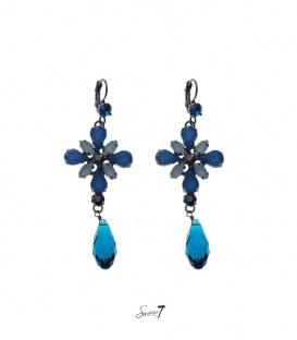 Blauwe oorbellen met strasstenen en een langwerpige kraal