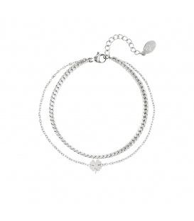 Zilvergekleurde meerlaagse armband met een klaver hanger