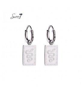 Zilverkleurige oorringen met een vierkante hanger en slangen print