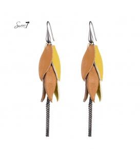 Gele oorhangers met blaadjes van pu leer en 3 kettingkjes