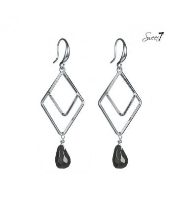 Zilverkleurige oorhangers met een ruitvormige hanger en zwarte kraal