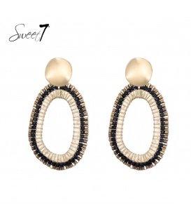 Zwart gekleurde ovale oorhangers met een goudkleurig oorstukje