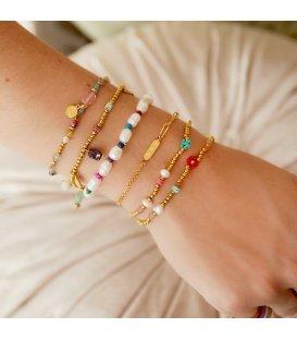 Goudkleurige armband met dubbele ketting en bedel met sterretjes