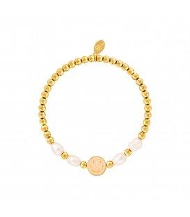 Goudkleurige armband met een roze smiley en parels