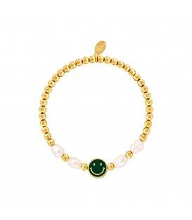 Goudkleurige armband met een donkergroene smiley en parels