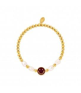 Goudkleurige armband met een donkerbruine smiley en parels