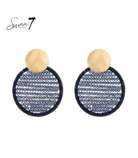 Blauwe glaskralen oorhangers met een goudkleurig oorstukje