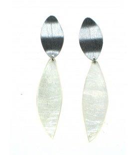 Zilverkleurige langwerpige oorbellen met zilverkleurige steker