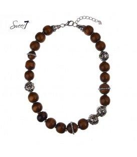 Bruine korte halsketting met houten kralen en metalen elementen