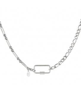 Zilverkleurige halsketting met verschillende schakels en rechthoekige sluiting