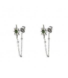 Zilverkleurige oorbellen met een ketting en groene ster