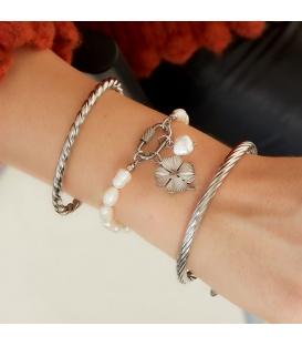 Armband met zoetwaterparels en zilverkleurige ovale sluiting