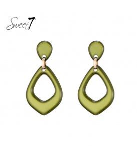 Groene oorbellen met driehoekige hange