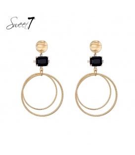 Goudkleurige oorhangers met dubbele ringen en een zwarte steen als hanger
