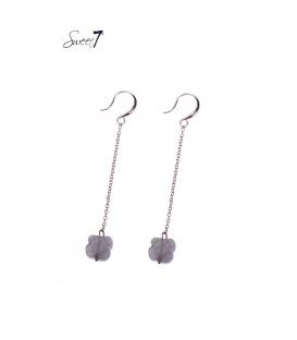 Langwerpige oorbellen met grijze natuursteen hanger en rosegold kettinkje
