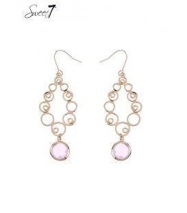 Goudkleurige oorbellen met een roze steentje als hangertje