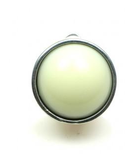Creme witte ronde oorclips met zilverkleurig rand