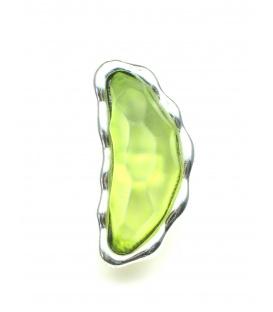 Groene oorclips met zilverkleurige zetting