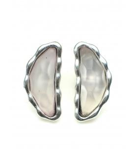 Roze oorclips met zilverkleurige zetting