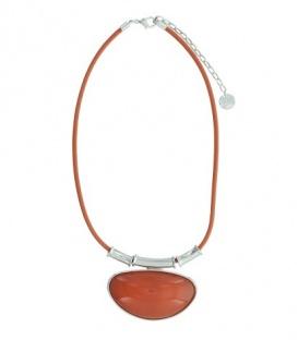 Korte leren koord halsketting met oranje ovale steen