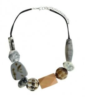 Oudroze halsketting met dikke kralen. Lengte van de halsketting is 48 cm.