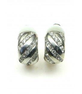 Mooie oorclips in zilverkleur met heldere strass steentjes