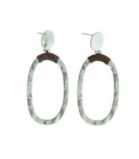 Zilverkleurige oorbellen met als een ovale hanger