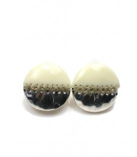 Wit met zilverkleurige ronde oorclips