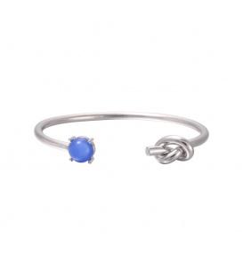 Zilverkleurige armband met blauwe steen en knoop