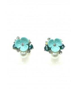 Licht blauwe oorclip met bloem en parel