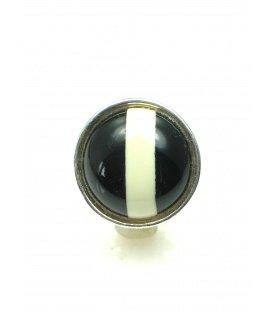 Ronde oorclips met zwart en wit patroon